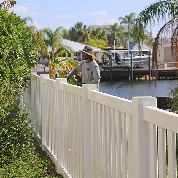 Vinyl Fence Repair & Install in Port Richey, Fl