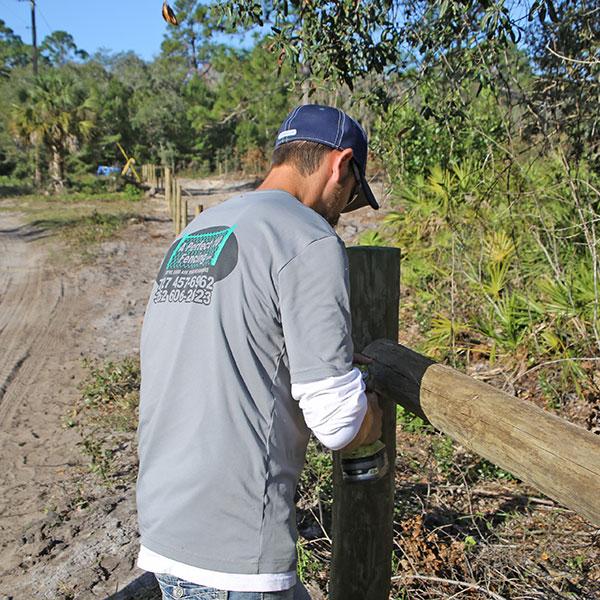 wood fence install, crystal river fl