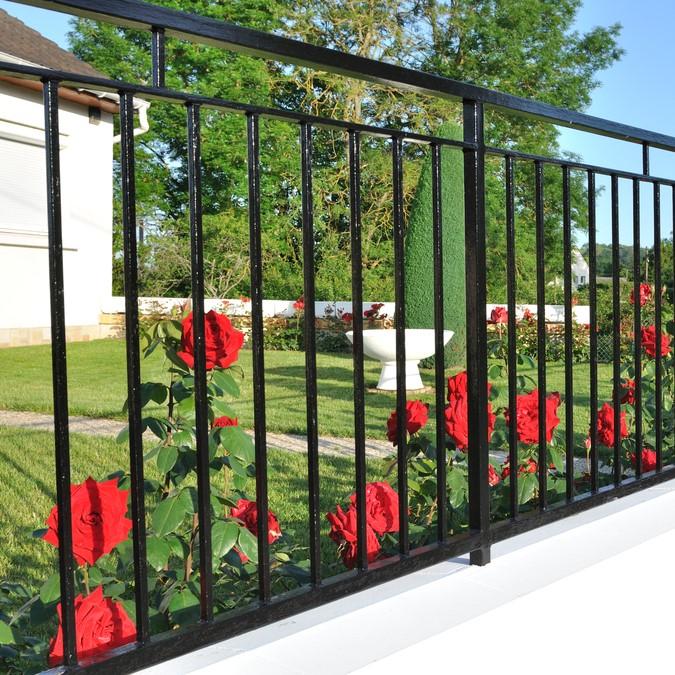 metal fence install in hernando fl